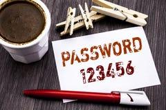 Entregue a inspiração do subtítulo do texto da escrita que mostra a senha 123456 Conceito do negócio para o Internet da segurança Fotos de Stock Royalty Free
