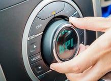 Entregue o botão de giro para selecionar o retorno alto em KPI imagem de stock