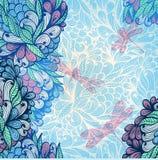 Entregue o cartão tirado do convite com flores e libélulas Fotos de Stock
