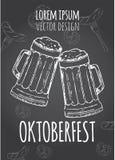 Entregue o cartaz tirado da propaganda para o festival da cerveja de Oktoberfest com cerveja Ilustração do vetor Imagens de Stock