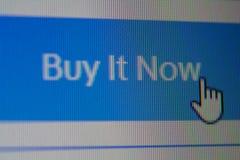 Entregue o cursor do rato na compra que se abotoa agora foto de stock