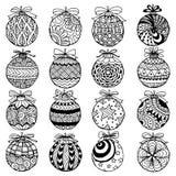 Entregue o estilo tirado do zentangle das bolas do Natal para o livro para colorir Fotografia de Stock Royalty Free