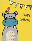 Entregue o hipopótamo engraçado bonito tirado com um pássaro no fundo amarelo ilustração do vetor