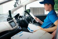 Entregue o serviço, o enviamento e o conceito logístico fotos de stock royalty free
