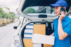 Entregue o serviço, o enviamento e o conceito logístico fotos de stock