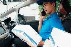 Entregue o serviço, o enviamento e o conceito logístico fotografia de stock