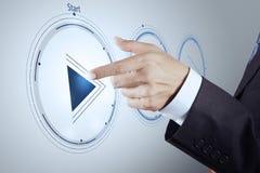 Entregue o sinal do botão do jogo da imprensa começar ou iniciar imagem de stock royalty free