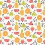 Entregue o teste padrão sem emenda colorido tirado com frutos tropicais e folhas Fundo bonito do verão Textura criativa Imagens de Stock
