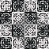 Entregue o teste padrão sem emenda de tiragem para a telha em cores preto e branco Foto de Stock