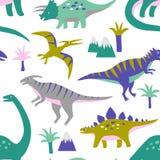 Entregue o teste padrão sem emenda tirado do vetor com dinossauros bonitos, montanhas e palmeiras ilustração stock