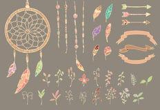 Entregue penas tiradas do nativo americano, coletor ideal, grânulos, setas, flores Fotografia de Stock Royalty Free