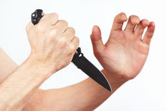 Entregue a posição para a defesa com um canivete sobre o fundo branco Imagens de Stock Royalty Free