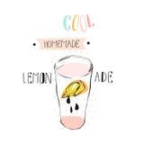 Entregue a sumário tirado do vetor a ilustração engraçada criativa da limonada com taça de vidro, slise do limão, gotas e tinta e Imagem de Stock Royalty Free