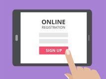 Entregue tela tocante do tablet pc com formulário de inscrição em linha e assine acima o botão ilustração stock