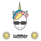 Entregue tirado rotulando o cartão de verão com unicórnio colorido dos desenhos animados bonitos para dirigir com ilustração dos  ilustração do vetor