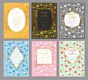 Entregue a tiragem de um grupo de testes padrões do convite do casamento Rosas florais ilustração stock