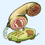 Entregue a tração do telefone velho isolada no azul Fotografia de Stock Royalty Free