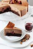 Entremet del dolce della mousse e della ciliegia di cioccolato Immagine Stock