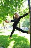 Entrenamiento al aire libre del niño de la diversión Fotos de archivo libres de regalías