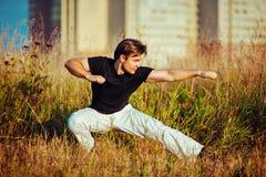 Entrenamiento atlético joven del hombre Fotos de archivo