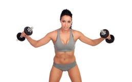 Entrenamiento atractivo de la muchacha con pesas de gimnasia Imágenes de archivo libres de regalías