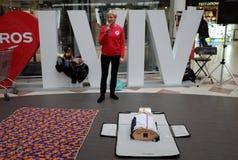 Entrenamiento de la Cruz Roja para la respiración artificial fotografía de archivo libre de regalías