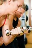 Entrenamiento de la pesa de gimnasia Imagen de archivo libre de regalías