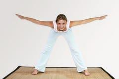 Entrenamiento de la yoga Foto de archivo libre de regalías