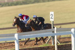 Entrenamiento de los jinetes de los caballos de raza Foto de archivo libre de regalías