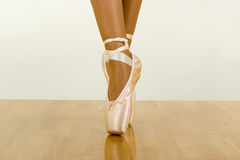 Entrenamiento del ballet con usar punteros Fotografía de archivo