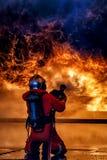 Entrenamiento del bombero, el fightin del fuego de la formación anual de los empleados Fotografía de archivo libre de regalías