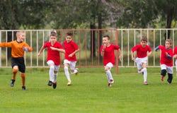 Entrenamiento del fútbol para los niños Imagen de archivo libre de regalías