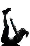Entrenamiento del peso de la postura de la aptitud del entrenamiento de la mujer Foto de archivo libre de regalías