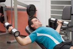 Entrenamiento del peso del atleta Fotografía de archivo