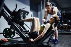 Entrenamiento en gimnasio Foto de archivo libre de regalías