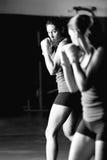 Entrenamiento femenino del boxeador fotos de archivo libres de regalías