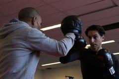Entrenamiento inglés del boxeo en el gimnasio Fotografía de archivo libre de regalías