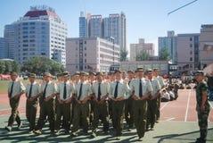 Entrenamiento militar 41 de los estudiantes universitarios de China Imágenes de archivo libres de regalías