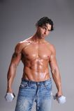 Entrenamiento muscular del hombre Imágenes de archivo libres de regalías