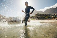 Entrenamiento para la competencia del triathlon Imágenes de archivo libres de regalías