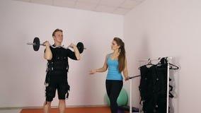 Entrenamiento personal del ccsme en el gimnasio metrajes