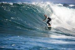 Entrenamiento que practica surf del atleta Imágenes de archivo libres de regalías