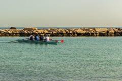 Entrenamientos del rowing en la mañana fotografía de archivo libre de regalías