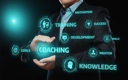 Entrenar concepto del aprendizaje electrónico del desarrollo del entrenamiento de la enseñanza de la tutoría Fotos de archivo libres de regalías