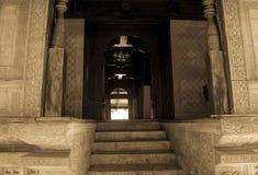 Entrence aan heilige moskee Royalty-vrije Stock Fotografie