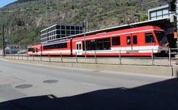 Entrene en la ciudad de Briga en Suiza Imagen de archivo libre de regalías