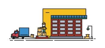 Entrepôt avec le volet et le travailleur de rouleau dans des boîtes de cargaison de chargement de casque antichoc dans le camion  Photo libre de droits