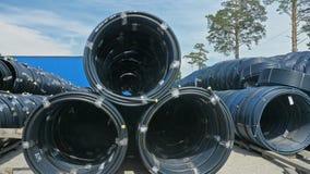 Entrepôt de dépôt industriel d'extérieur de tuyaux en plastique de finition Fabrication d'usine en plastique de conduites d'eau Photos libres de droits