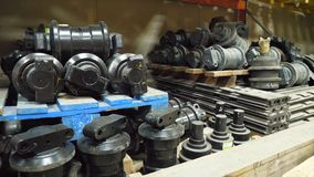 Entrepôt des pièces de rechange au centre d'entretien automobile Entrepôt avec des pièces pour des voitures Stockage de dépôt de  Image libre de droits