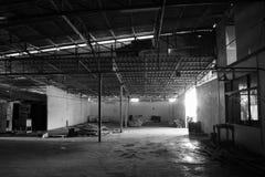 Entrepôt abandonné Image noire et blanche Images libres de droits